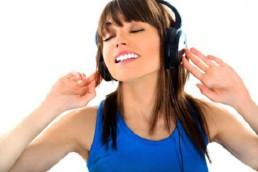 Les jeunes écoutent de plus en plus la radio sur un support digital