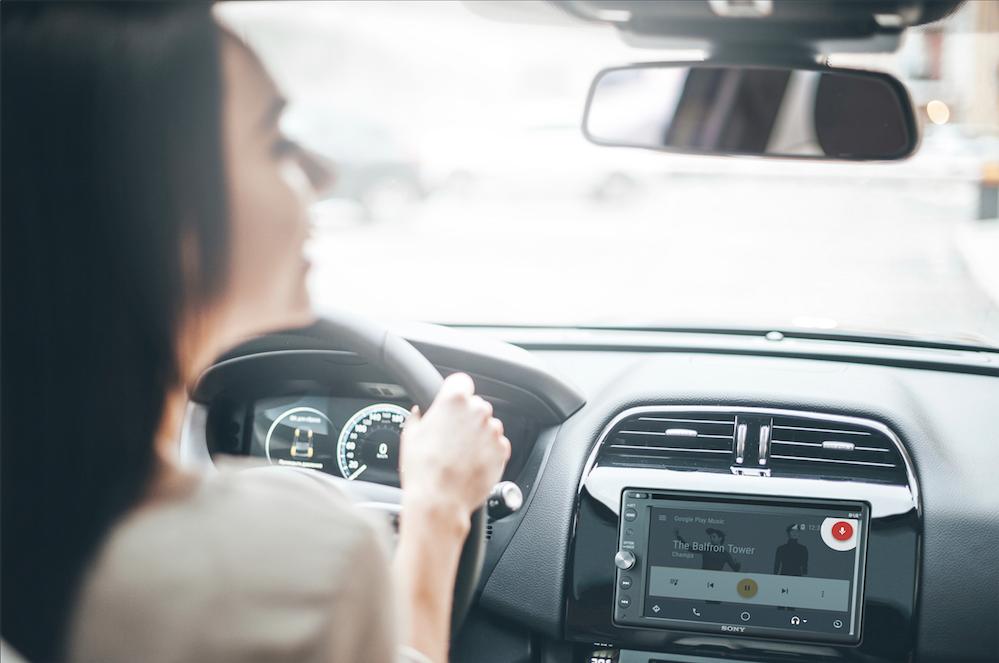 L'autoradio, l'indispensable des voyages en voiture !