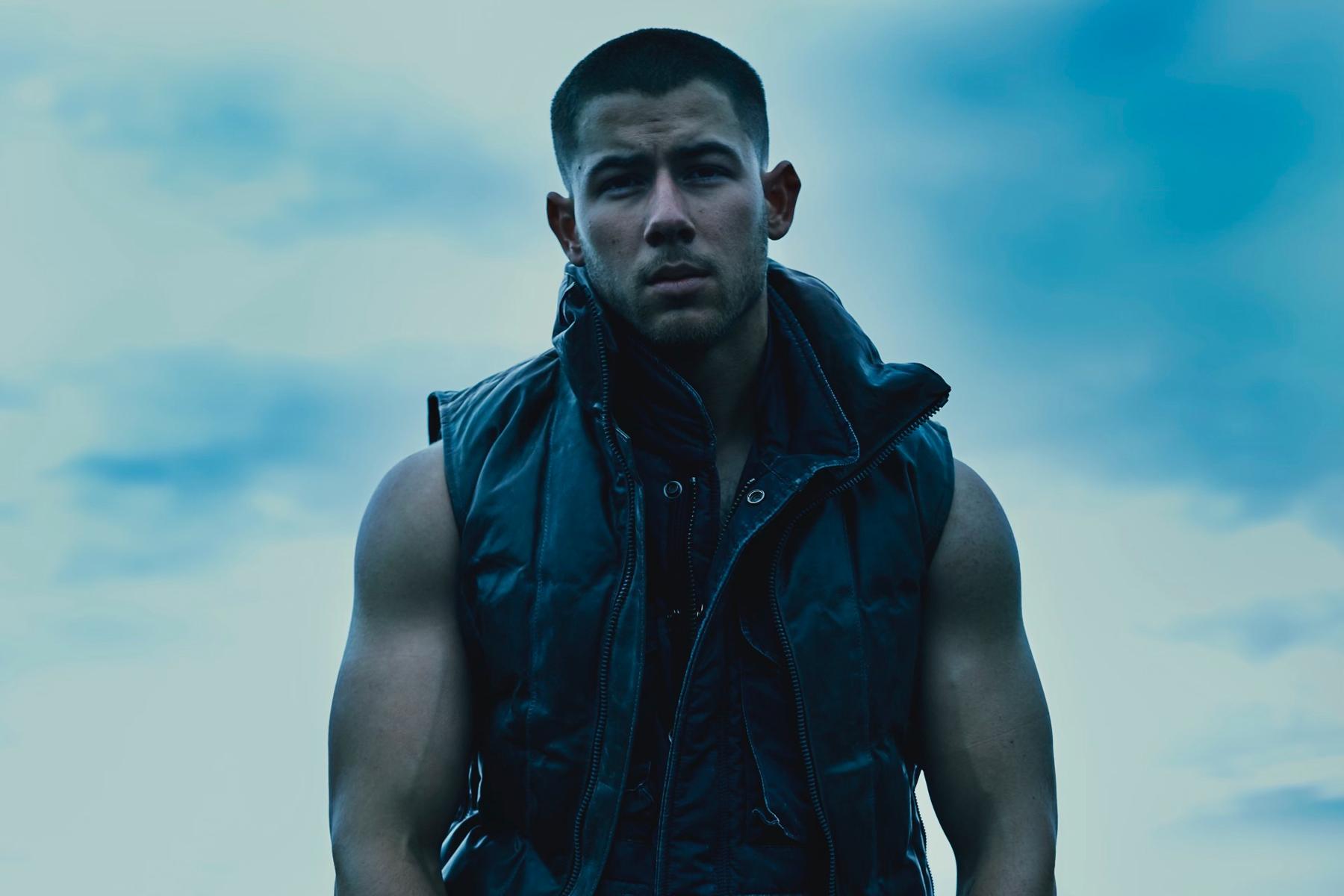 Nick Jonas revient avec un album et un clip ! (vidéo)