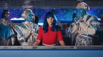 Katy Perry et Zooey Deschanel sauvent le monde dans