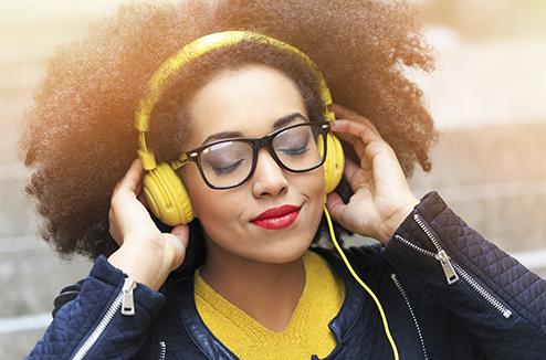 La radio reste le moyen le plus utilisé pour écouter de la musique, étonnant ?